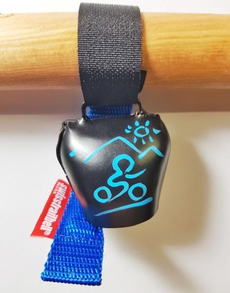 swisstrailbell® Black mit blauem Mountainbiker, hell-blaues Band