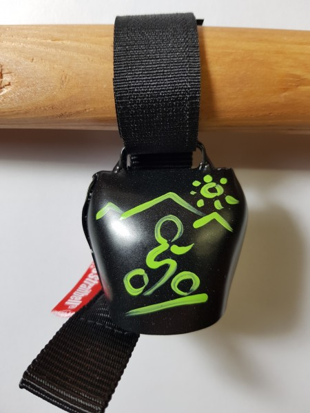 swisstrailbell® Black mit grünem Mountainbiker